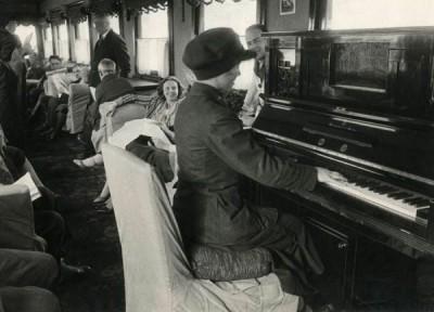 poezd-pianino-600x432