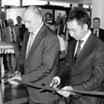 Борис Дубровский и Азамат Жаманкулов открывают фотовыставку.