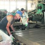 Работа не из легких, но все признаются, что лучше работать, чем страдать от безделья.