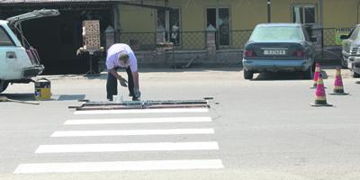 Нанесение дорожной разметки на самоых непроходимых участках села ивановка