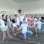Галина Мусиенко в окружении своих учеников